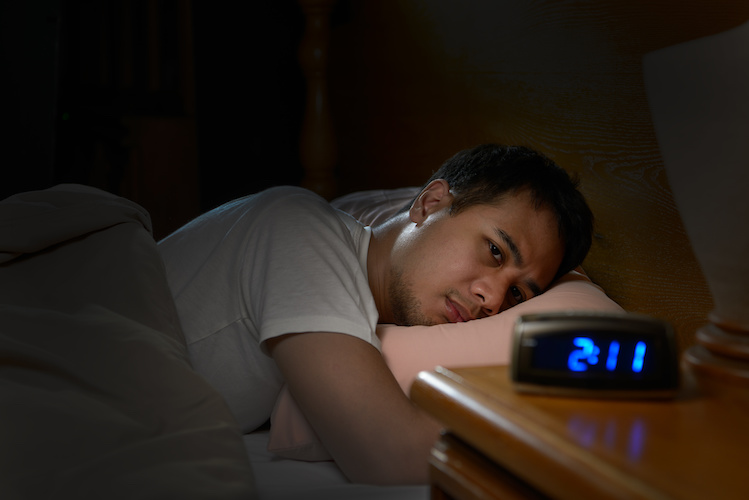 man-sleeping-how-to-stop-early-waking-to-be-more-rested-diagnost